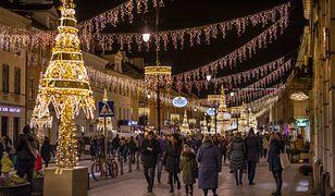 Świąteczna iluminacja Warszawa 2019. Ulice przygotowują się na Święta. Pierwszy pokaz 7 grudnia 2019