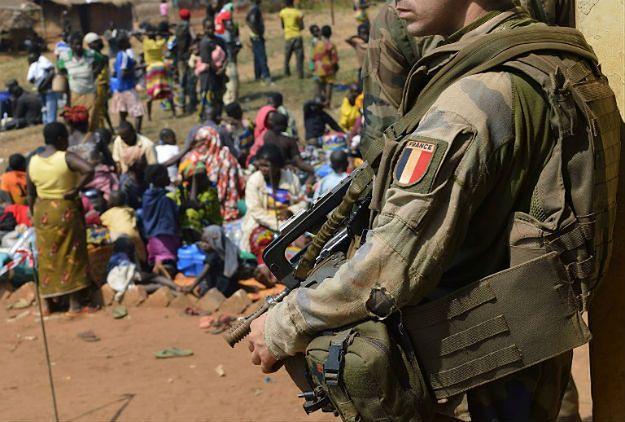 Śledztwo wobec francuskich żołnierzy ws. gwałtów na nieletnich w RŚA