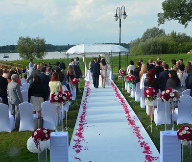 Każdy z nas marzy o ślubie jak z bajki. Jak go zorganizować, żeby wszystko wypadło idealnie?