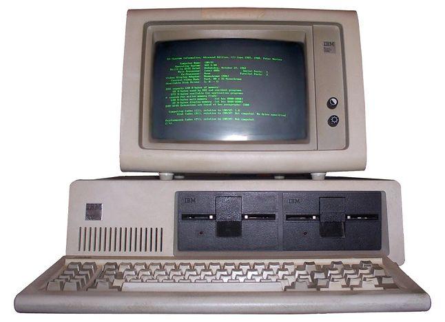 IBM 5150 (autor:  Boffy b, licencja CC-BY-SA)