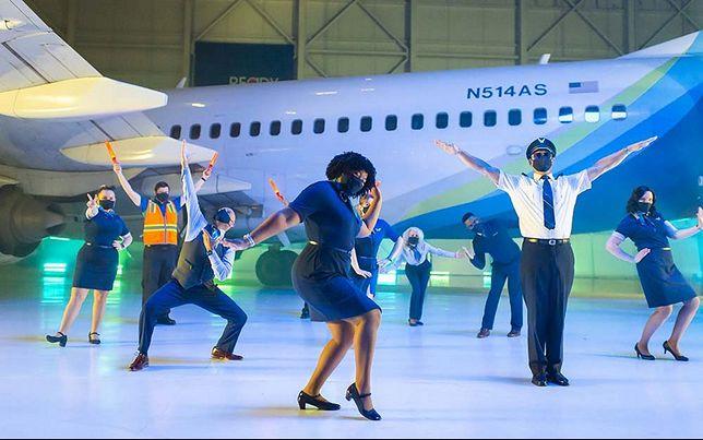 Zrzut ekranu z teledysku stworzonego przez linie Alaska Airlines
