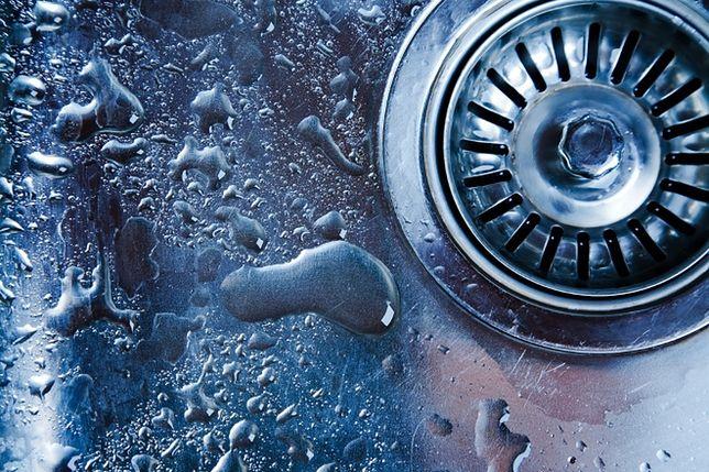 Jak udrożnić zatkany odpływ w zlewie?