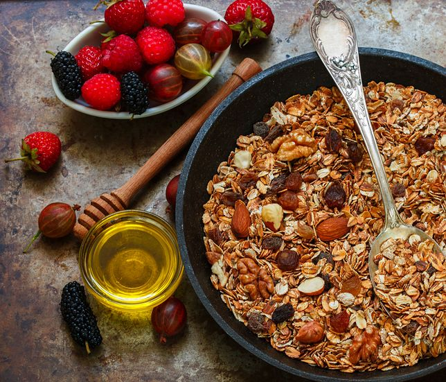 Czy granola jest zdrowa? Śniadanie pod lupą