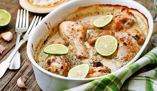 Pałki z kurczaka pieczone z ryżem. Obiad, który zrobi się sam