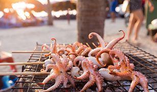 Wybierając się w egzotyczna podróż, warto spróbować regionalnych potraw.