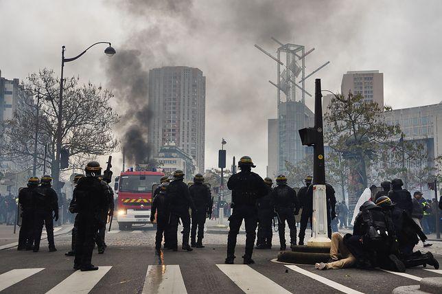 """Francja. """"Żółte kamizelki"""" wyszły na ulice Paryża. Interweniowała policja"""