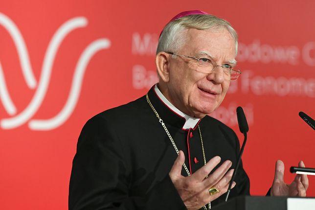 Abp Marek Jędraszewski co tydzień gości w Radiu Kraków