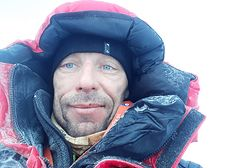 Jako pierwszy Polak zdobył najwyższy szczyt na Spitsbergenie. Zadedykował swoją wyprawę ciężko chorej Kasi