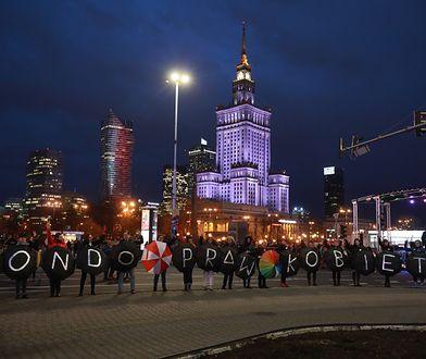 Kobiety protestowały przy Rondzie Dmowskiego. Duże korki w stolicy