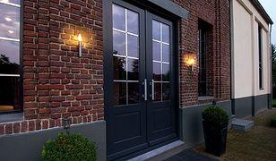 Oświetlenie zewnętrzne - efektownie i praktycznie na elewacji domu