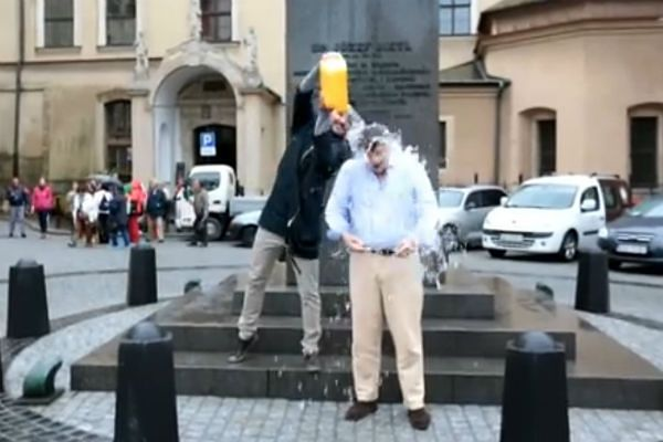 #IceBucketChallenge także w Krakowie. Kandydaci na prezydenta podejmują wyzwanie