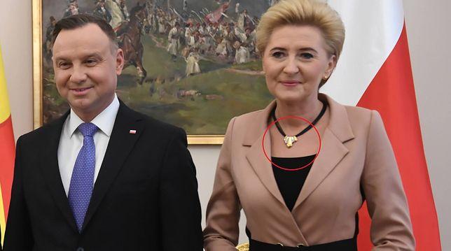 Agata Kornhauser-Duda podczas oficjalnych wizyt z Elizabetą Gjorgievską. Uwagę przykuwa naszyjnik
