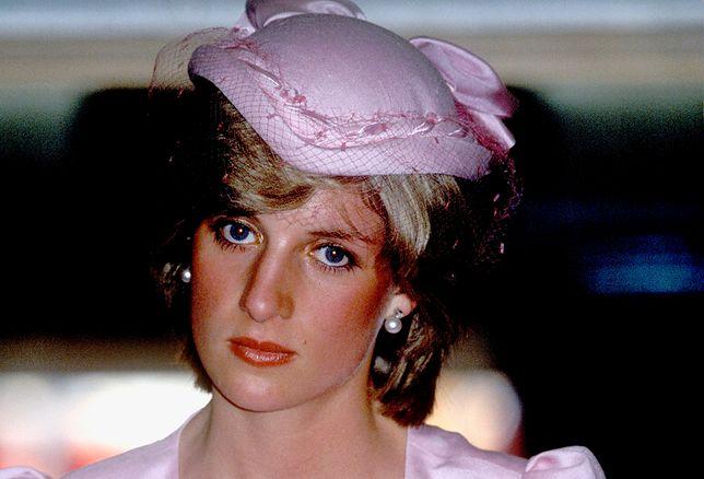 """Książę Karol miał upokarzać księżną Dianę. """"Wyglądasz niedorzecznie"""""""