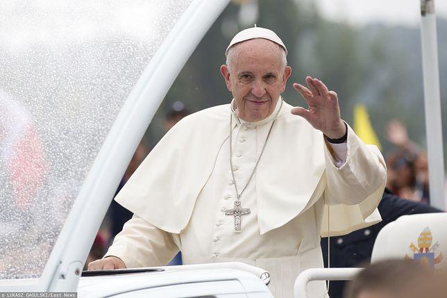 Zagraniczne media piszą o niezręcznej sytuacji z udziałem papieża Franciszka