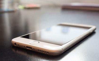 Polacy nie boją się korzystać z nowych form płatności. Hitem będą przelewy na smartfon?