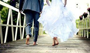 Dolnoślązacy chętnie wybierają śluby poza murami USC. Wolą ogród, pałac, a nawet balon