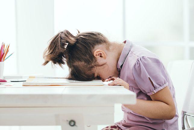 Nauczyciele przyspieszają z nauką. Dzieci są przemęczone