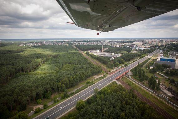 Wypadek na lotnisku na Bemowie. Rozbił się szybowiec, pilot nie żyje.