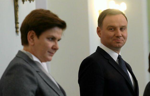 Spada poparcie dla premier Beaty Szydło i prezydenta Andrzej Dudy