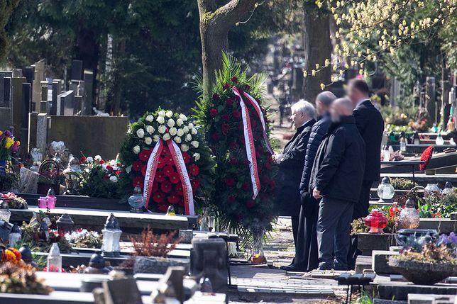 Prezes PiS na Cmentarzu Powązkowskim