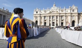Pracownicy Watykanu będą odbijać karty zegarowe