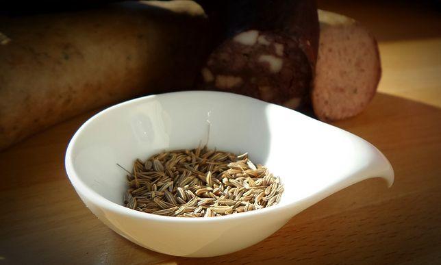 Nasiona kminku są maleńkie, brązowe i bardzo aromatyczne