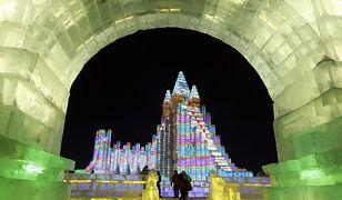 Chiny - niesamowite lodowe miasteczko