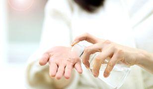 Turcja. Używają wody kolońskiej do dezynfekcji rąk w czasie epidemii koronawirusa