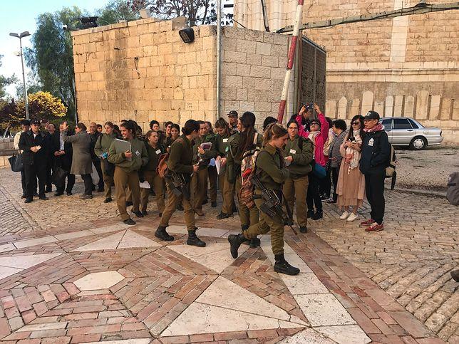 Izraelska codzienność- turyści i wojskowi rekruci