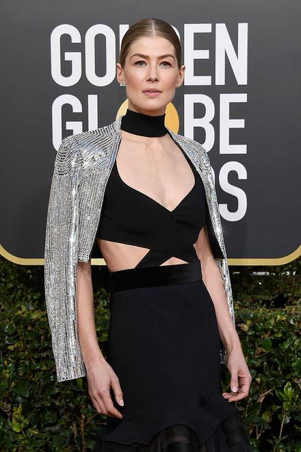 Rosamund Pike na Złotych Globach 2019