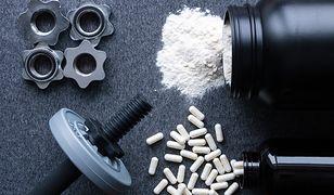 Białko serwatkowe jest składnikiem suplementów diety dla osób uprawiających sport.