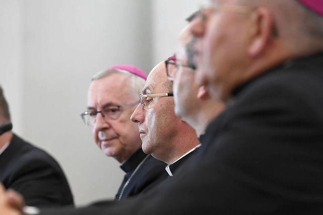 Sondaż. Polacy o odpowiedzialności biskupów kryjących pedofili
