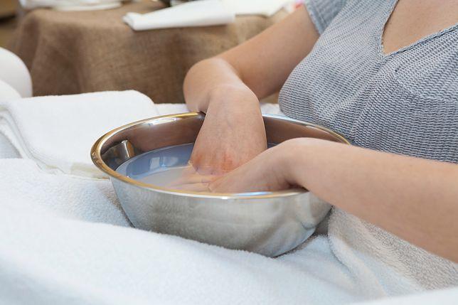 Wzmacniaj paznokcie także leczniczymi kąpielami
