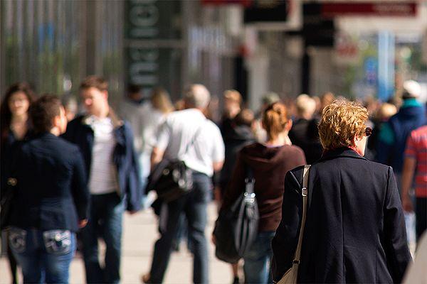 Polacy szukają pracy wśród znajomych