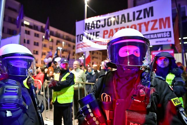 Po Marszu Polski Niepodległej we Wrocławiu zatrzymano sześć osób. Policja szuka kolejnych
