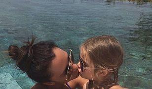 Victoria Beckham całuje córkę. To zdjęcie wzbudziło kontrowersje