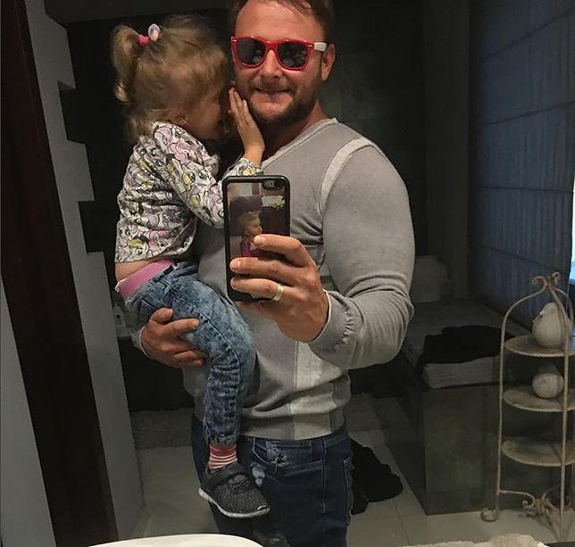 Konrad Gaca osierocił 7-letnią córkę. Dziewczynka jest chora