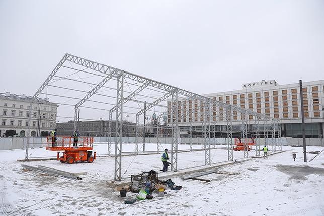 Budowa pomnika na pl. Piłsudskiego