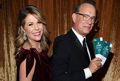Tom Hanks na spacerze z żoną. Niedawno wygrali walkę z koronawirusem