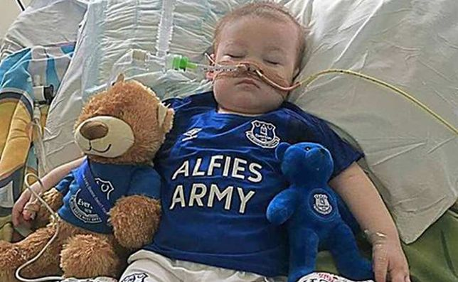 Lekarze i sąd nie pozwalają kontynuować leczenia Alfiego Evansa