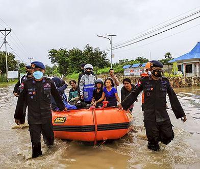 Tragiczne skutki powodzi w Indonezji. Nie żyje 155 osób