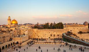 Ściana Płaczu, zwana też Zachodnią, to najświętsze miejsce judaizmu