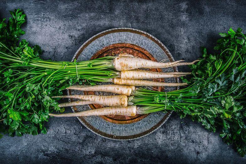 7 faktów o pietruszce: dlaczego warto mieć ją na talerzu?