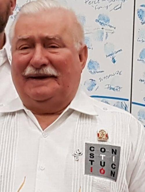 Lech Wałęsa prezentem pochwalił się w mediach społecznościowych