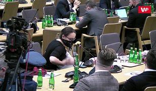 Marcelina Zawisza nakarmiła dziecko w trakcie komisji zdrowia. Latos: Mam wielki szacunek dla takich pań