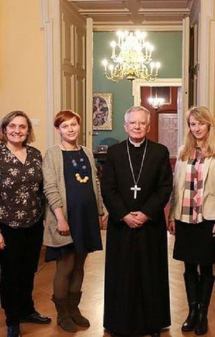 Joanna Adamik (pierwsza od prawej) była szefową biura prasowego abp. Marka Jędraszewskiego.