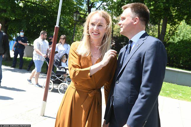 """Wybory prezydenckie 2020. Szymon Hołownia ostro o wojnie PiS i PO. Uderzył w """"fantazje"""" o. Tadeusza Rydzyka"""