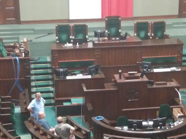 Początek remontu na sali plenarnej