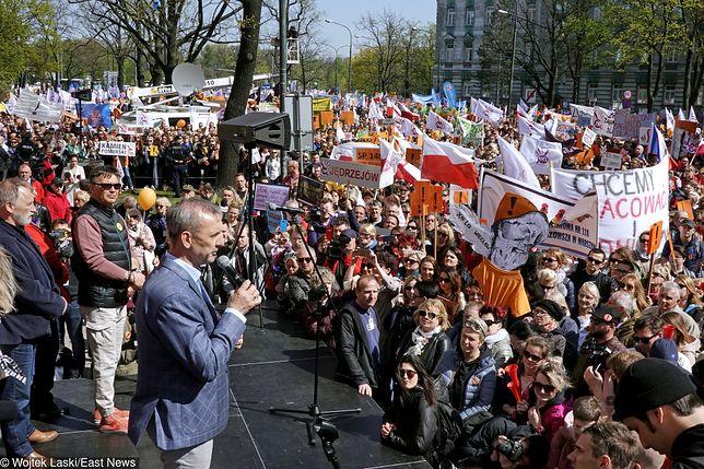 Strajk nauczycieli. Kolejna manifestacja i przemarsz ulicami Warszawy