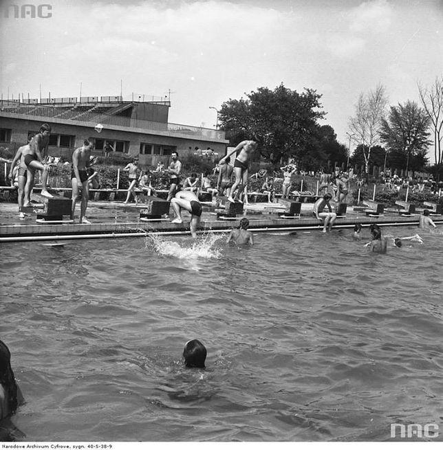Warszawiacy na basenie dawniej [ZDJĘCIA]